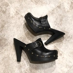 White Mountain black leather mules heels clogs 7
